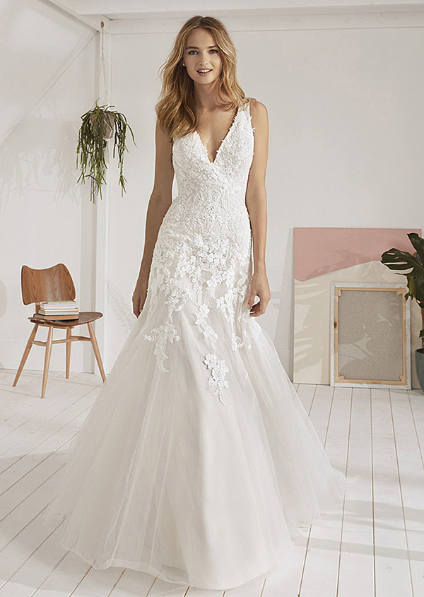 9375d14ed4e Robe de mariée – White One – Oviedo Collection 2019